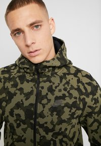 Nike Sportswear - HOODIE  - Hoodie met rits - medium olive/black - 5