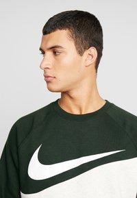 Nike Sportswear - CREW - Sweater - oatmeal heather/sequoia/white - 4