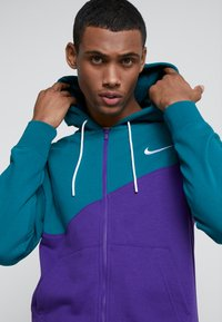 Nike Sportswear - HOODIE - Collegetakki - court purple/geode teal/white - 3