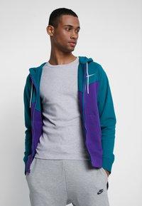 Nike Sportswear - HOODIE - Collegetakki - court purple/geode teal/white - 0