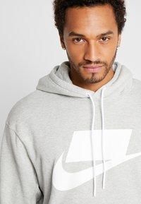 Nike Sportswear - Bluza z kapturem - grey heather/white - 5