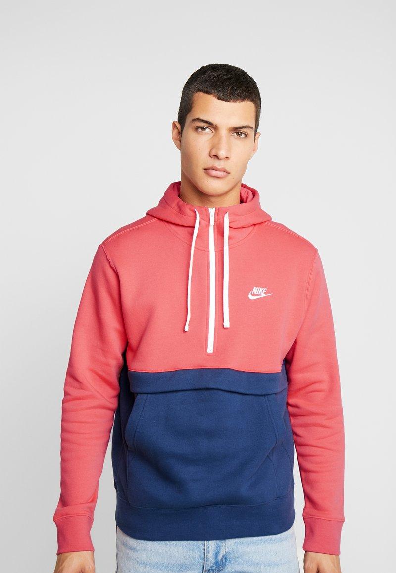 Nike Sportswear - CLUB HOODIE - Bluza z kapturem - ember glow/midnight navy/white