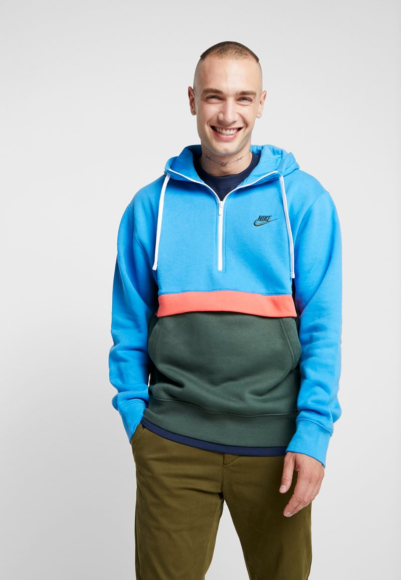 Nike Sportswear - CLUB HOODIE - Hoodie - photo blue/galactic jade/white