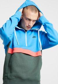Nike Sportswear - CLUB HOODIE - Hoodie - photo blue/galactic jade/white - 4