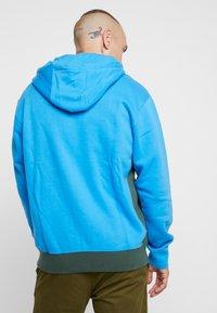 Nike Sportswear - CLUB HOODIE - Hoodie - photo blue/galactic jade/white - 2