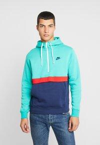 Nike Sportswear - CLUB HOODIE - Luvtröja - kinetic green/midnight navy/white - 0