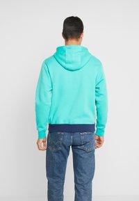 Nike Sportswear - CLUB HOODIE - Luvtröja - kinetic green/midnight navy/white - 2