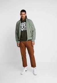 Nike Sportswear - HOODIE MIX - Felpa con cappuccio - sequoia/white - 1