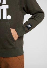 Nike Sportswear - HOODIE MIX - Felpa con cappuccio - sequoia/white - 5