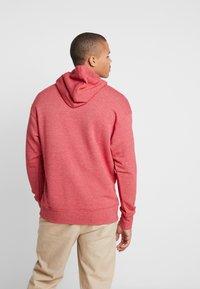 Nike Sportswear - HERITAGE HOODIE  - Hoodie - gym red - 2