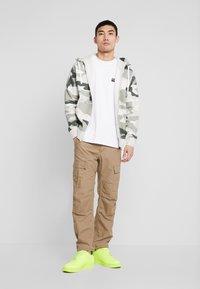 Nike Sportswear - CLUB HOODIE CAMO - Hettejakke - jade horizon/light bone/summit white - 1