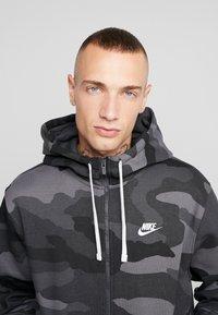 Nike Sportswear - CLUB HOODIE CAMO - Hettejakke - dark grey/anthracite/white - 5