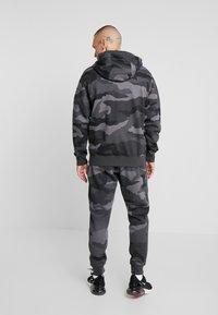 Nike Sportswear - CLUB HOODIE CAMO - Hettejakke - dark grey/anthracite/white - 2