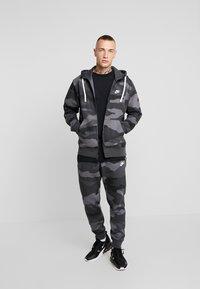 Nike Sportswear - CLUB HOODIE CAMO - Hettejakke - dark grey/anthracite/white - 1