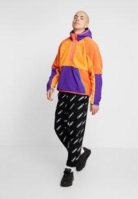 Nike Sportswear - HOODIE - Hoodie - kumquat/court purple/starfish - 1