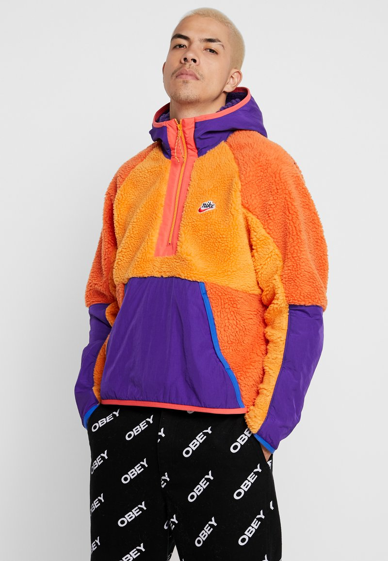Nike Sportswear - HOODIE - Hoodie - kumquat/court purple/starfish
