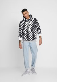 Nike Sportswear - HOODIE - Sweat à capuche - black/white - 1
