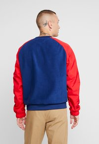 Nike Sportswear - CREW MIX  - Sweater - blue void/university red/white - 2
