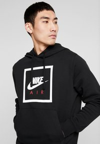 Nike Sportswear - M NSW PO HOODIE NIKE AIR 5 - Jersey con capucha - black/white - 4