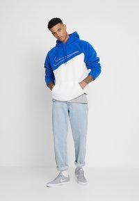Nike Sportswear - HOODIE - Hoodie - game royal/white - 1