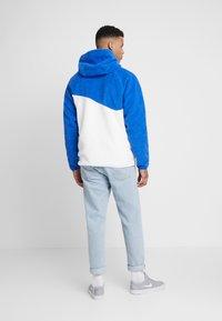 Nike Sportswear - HOODIE - Hoodie - game royal/white - 2