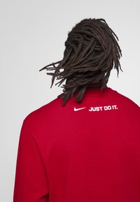 Nike Sportswear - CREW - Collegepaita - university red - 4