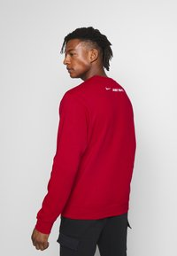 Nike Sportswear - CREW - Collegepaita - university red - 2