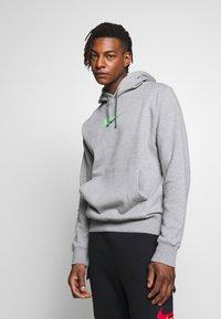 Nike Sportswear - HOODIE  - Hoodie - dark grey heather - 0