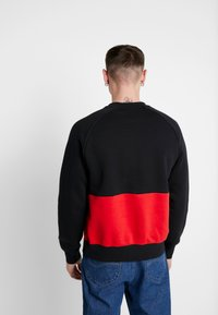 Nike Sportswear - AIR - Bluza - black/university red/white - 2