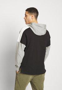Nike Sportswear - Jersey con capucha - black/dk grey heather/sail/(white) - 2
