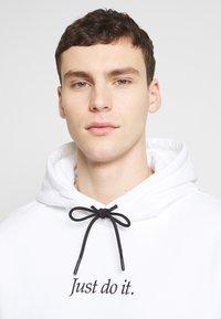 Nike Sportswear - HOODIE - Hoodie - white/black - 3