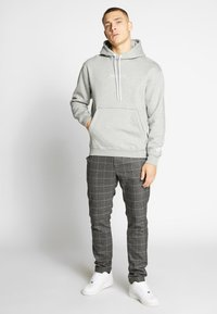 Nike Sportswear - HOODIE - Hoodie - grey heather - 1