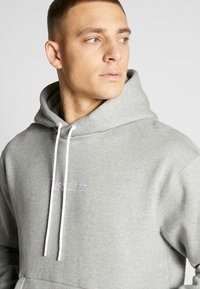 Nike Sportswear - HOODIE - Hoodie - grey heather - 5