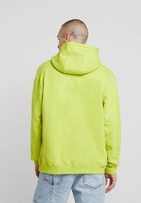 Nike Sportswear - HOODIE - Hoodie - bright cactus/white - 2