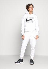 Nike Sportswear - HOODIE - Sweat à capuche - white/black - 1