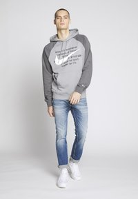 Nike Sportswear - HOODIE - Sweat à capuche - particle grey/iron grey/white - 1