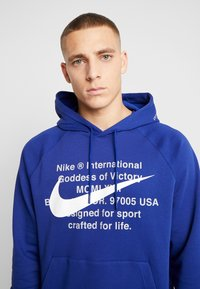 Nike Sportswear - HOODIE - Hoodie - deep royal blue/white - 3