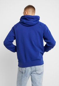 Nike Sportswear - HOODIE - Hoodie - deep royal blue/white - 2