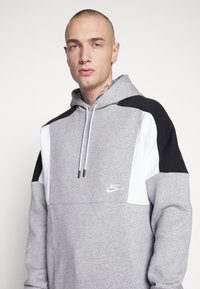 Nike Sportswear - HOODIE - Hættetrøjer - grey heather/white/black - 4