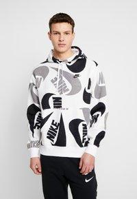 Nike Sportswear - CLUB HOODIE - Bluza z kapturem - black/white - 0