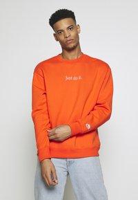 Nike Sportswear - Collegepaita - team orange/white - 0