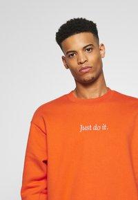 Nike Sportswear - Collegepaita - team orange/white - 3