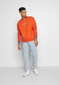 Nike Sportswear - Collegepaita - team orange/white - 1