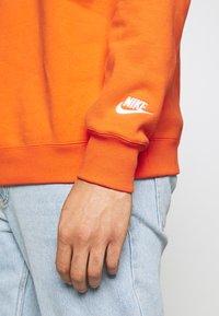 Nike Sportswear - Collegepaita - team orange/white - 5