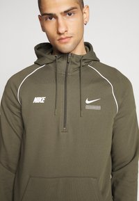 Nike Sportswear - HOODIE - Hoodie - cargo khaki/white - 4