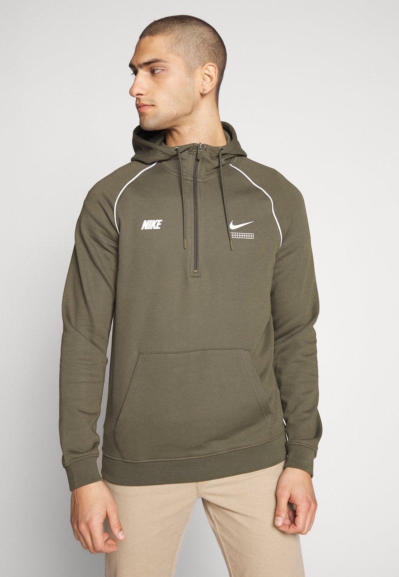 Nike Sportswear - HOODIE - Hoodie - cargo khaki/white
