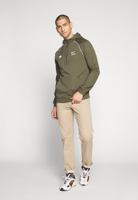 Nike Sportswear - HOODIE - Hoodie - cargo khaki/white - 1