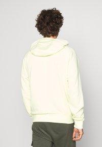 Nike Sportswear - HOODIE - Mikina skapucí - luminous green - 2