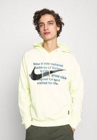 Nike Sportswear - HOODIE - Mikina skapucí - luminous green - 0