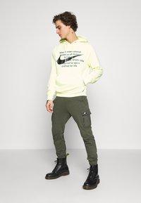 Nike Sportswear - HOODIE - Mikina skapucí - luminous green - 1